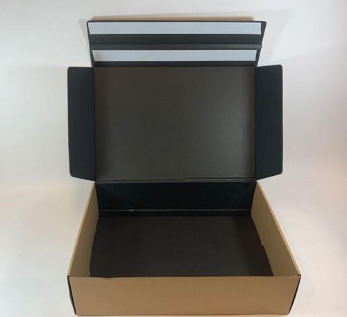 Webshop verzend retour doos  kraft bruin buitenzijde, zwart binnenzijde 45x31x12 cm  L